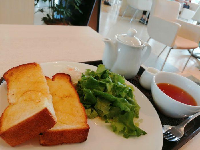 朝食はパン